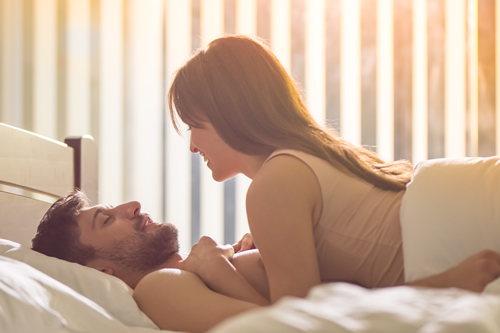 生理中の性行為はやめた方がいい?メリットやデメリットについて